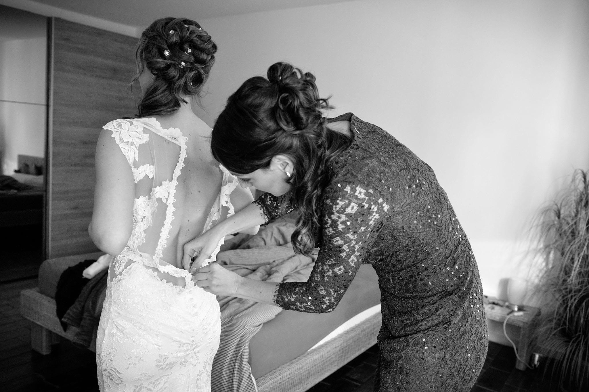 Hochzeit 003 Braut Hochzeit heiraten Foto fotografieren Bensheim Brautkleid Ankleide Trauzeugin Hochzeitsfoto Daniel Fuss Fotografie