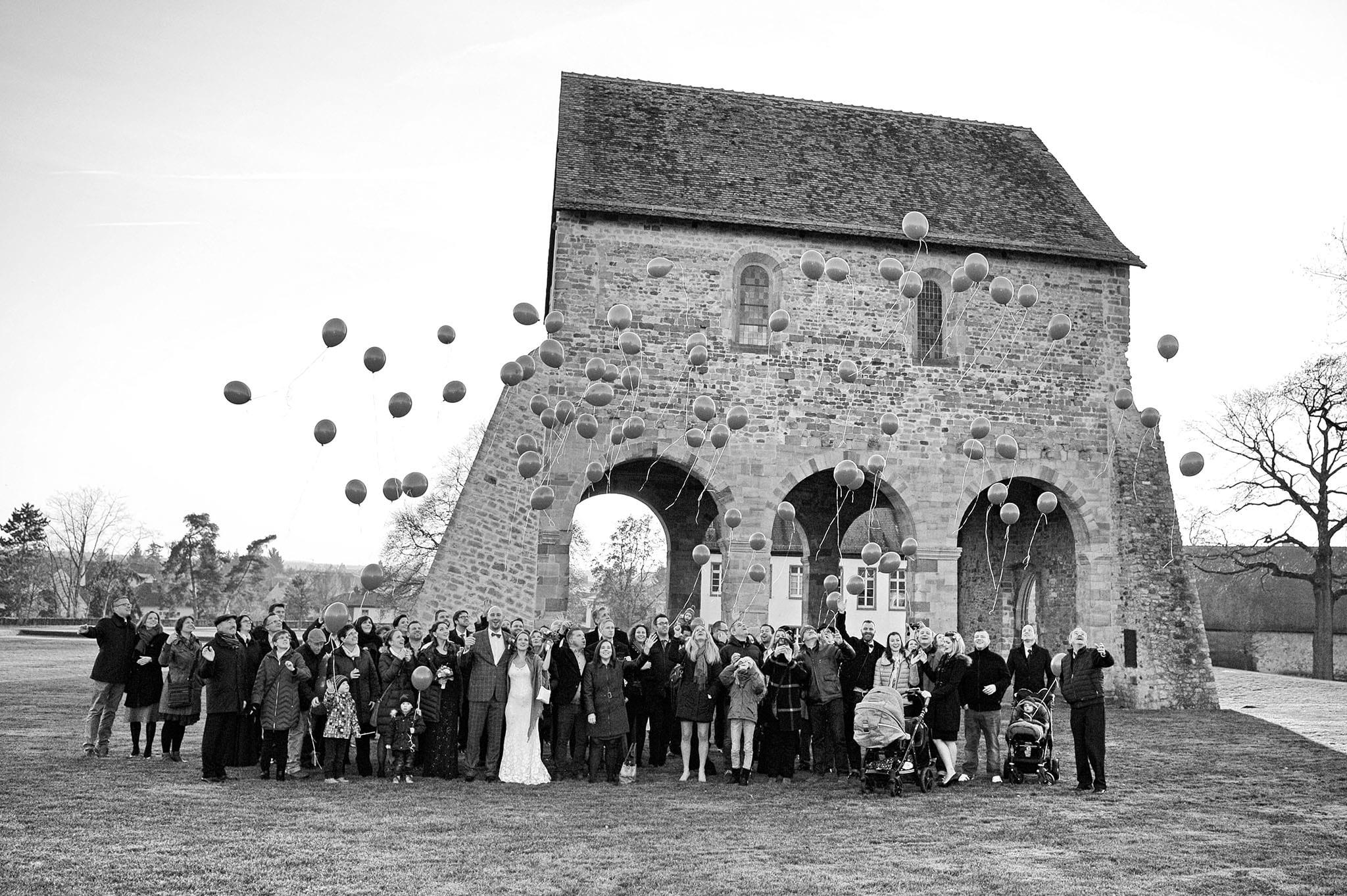 Hochzeit 008 Brautpaar Hochzeit heiraten Foto fotografieren Bensheim Bergstraße Lorsch Ja-Wort Luftballon Hochzeitsfoto Daniel Fuss Fotografie