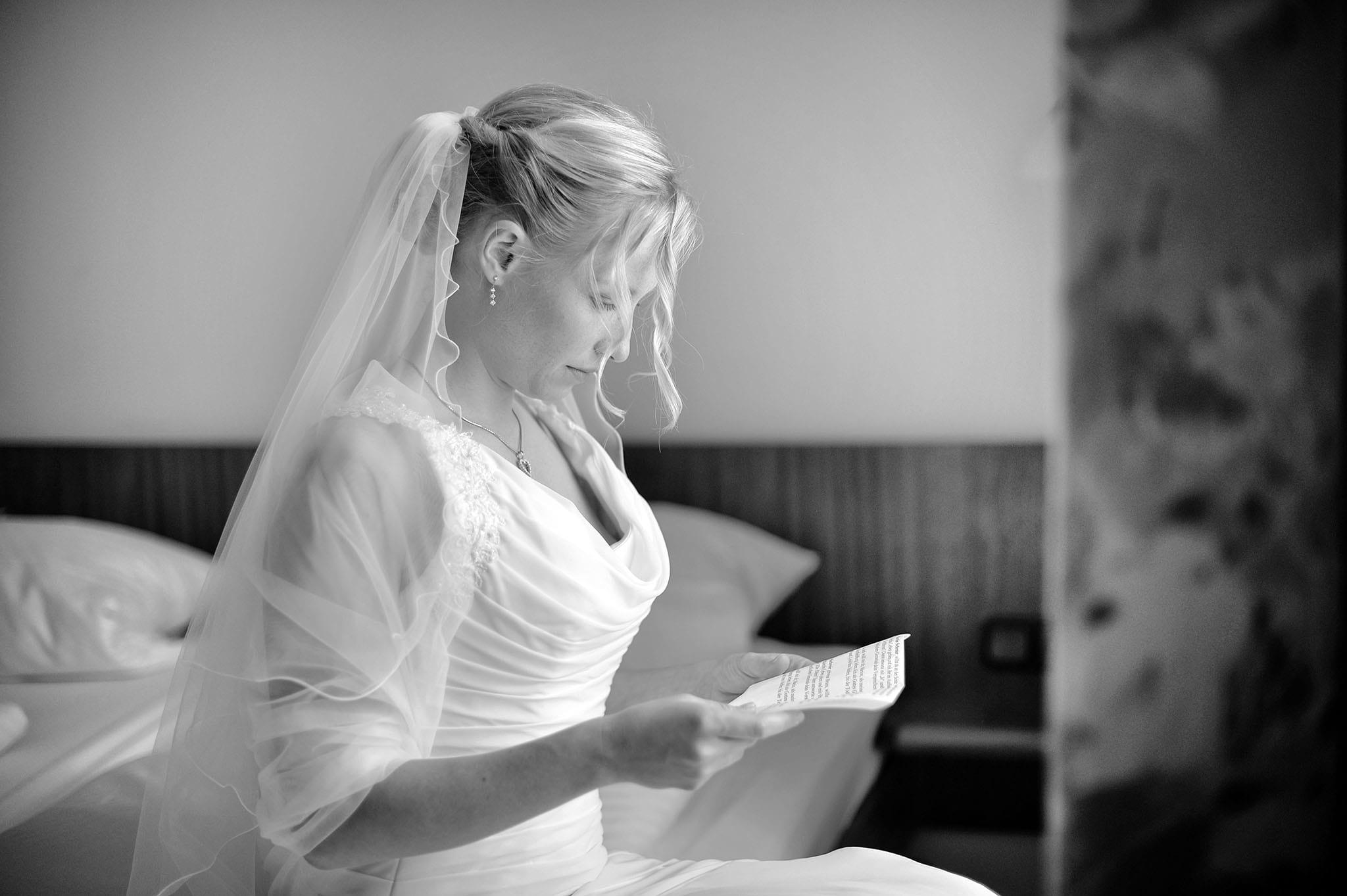 Hochzeit 027 Braut Hochzeit heiraten Hochzeitsfoto Fürbitte Ehegelöbnis Schleider Hochzeitsfotografie Daniel Fuss Fotografie