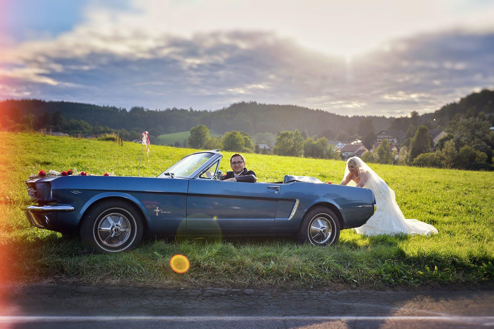 Hochzeit 039 Braut Bräutigam Hochzeit heiraten Hochzeitsauto Ford Mustang Paarshooting Hochzeitsfotografie Daniel Fuss Fotografie