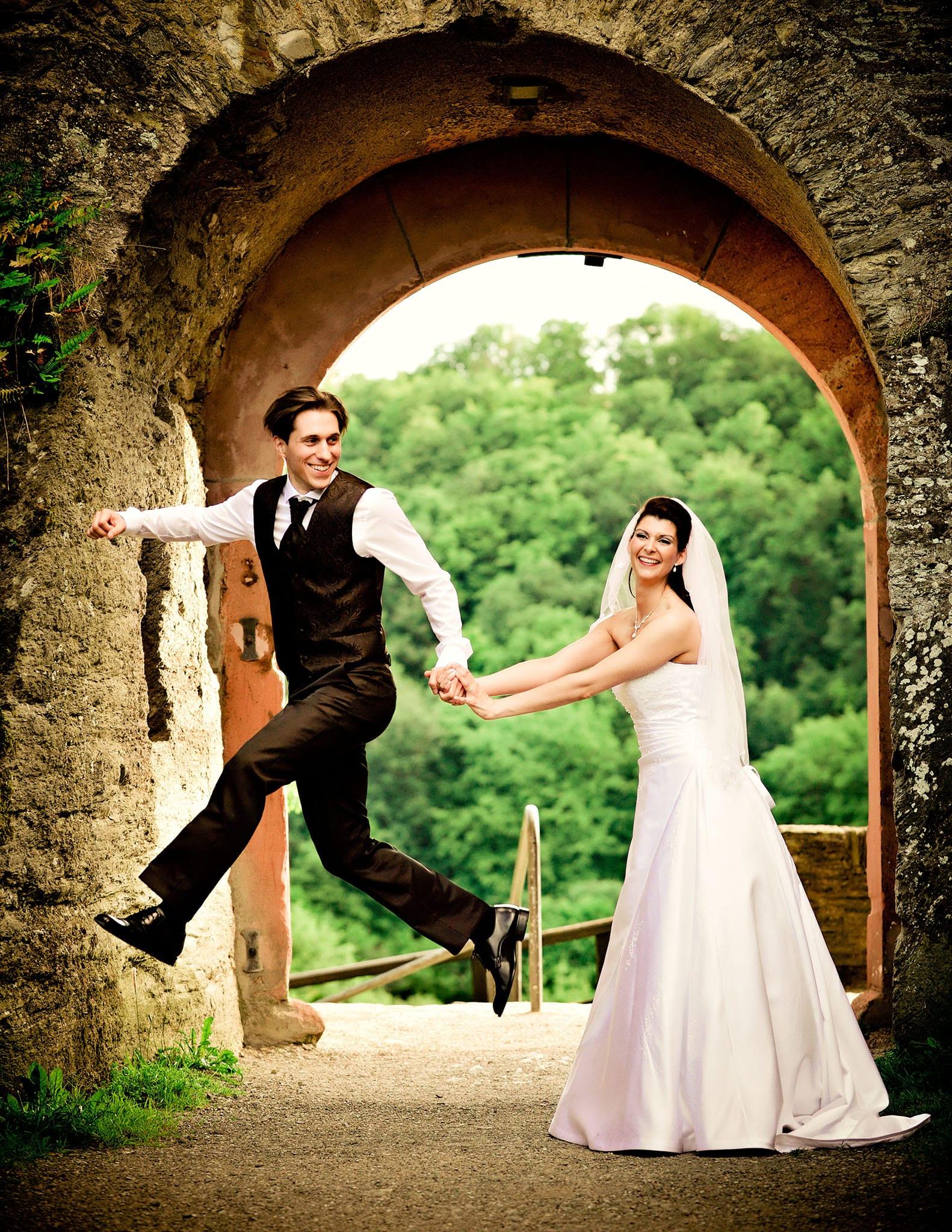 Hochzeit 042 Brautpaar Braut Bräutigam Hochzeit heiraten Burg Paarshooting Hochzeitsfoto Hochzeitsfotografie Daniel Fuss Fotografie