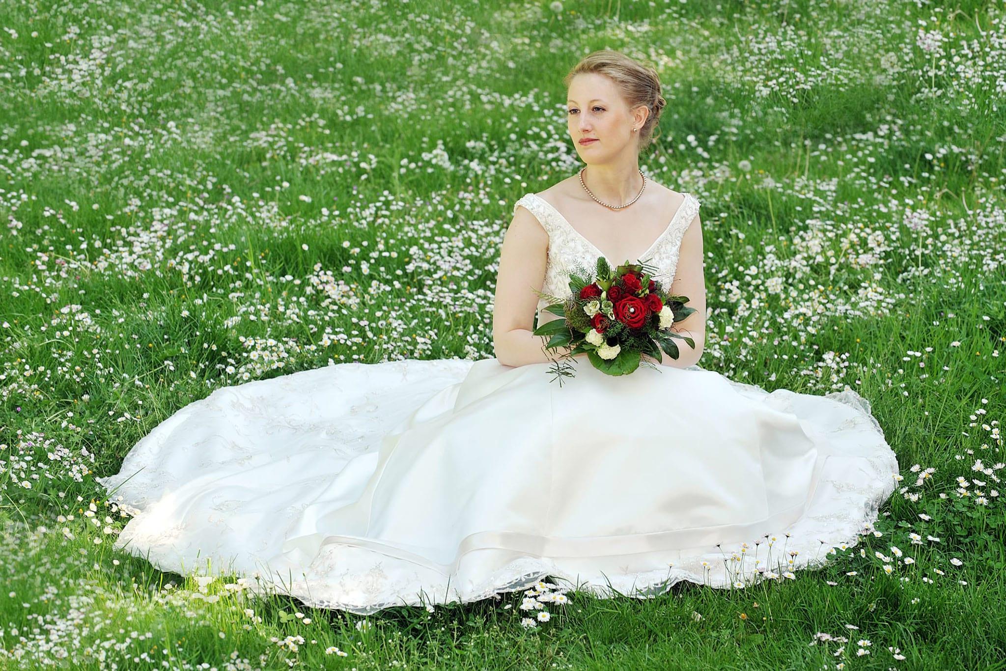 Hochzeit 072 Hochzeit Braut Blumenwiese Hochzeitsfotografie Daniel Fuss Fotografie